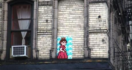 Peach de Space Invader a NewYork.jepg  Lartiste Space Invader passe par la case prison !