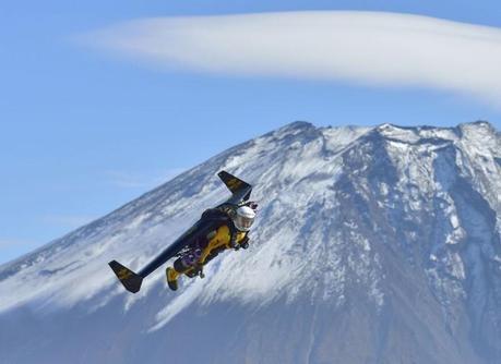 Jetman s'envoie en l'air au Mont Fuji