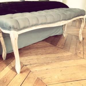 bout de lit d couvrir. Black Bedroom Furniture Sets. Home Design Ideas