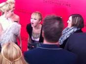 Jennifer Lawrence fatiguée hurle photographes Video