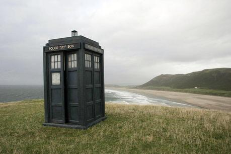 TARDIS on the Beach by StarlitSkys DOCTOR WHO│ LA CABINE FÊTE SES 50 ANS