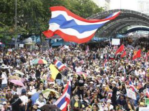 2013-11-24T082352Z_238981448_GM1E9BO19AY01_RTRMADP_3_THAILAND-PROTESTS_0_0