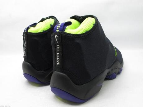 nike-air-zoom-flight-the-glove-lakers-5