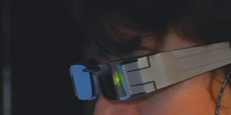 lunettes pour malvoyants d essilor Des lunettes high tech équipées dune caméra  pour aider les malvoyants 413c7004049f