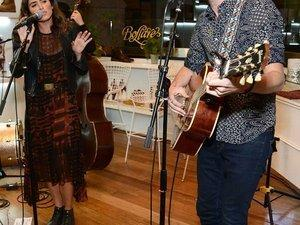 Timberland Acoustic Night In avec Nikki Reed