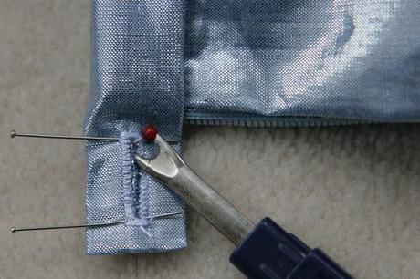sew along jupe plis creux finition boutonniere 10 Sew along de la jupe à plis creux   jour 5 : les finitions