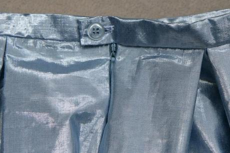 sew along jupe plis creux finition boutonniere 11 Sew along de la jupe à plis creux   jour 5 : les finitions