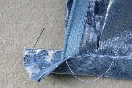 sew along jupe plis creux finition boutonniere 1 Sew along de la jupe à plis creux   jour 5 : les finitions
