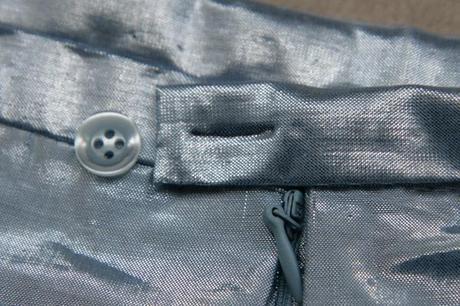 sew along jupe plis creux finition boutonniere 7 Sew along de la jupe à plis creux   jour 5 : les finitions