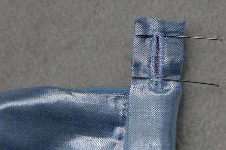 sew along jupe plis creux finition boutonniere 8 Sew along de la jupe à plis creux   jour 5 : les finitions