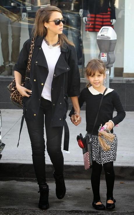 Jessica Alba à Baverly Hills avec sa fille Honor - 22.12.2013