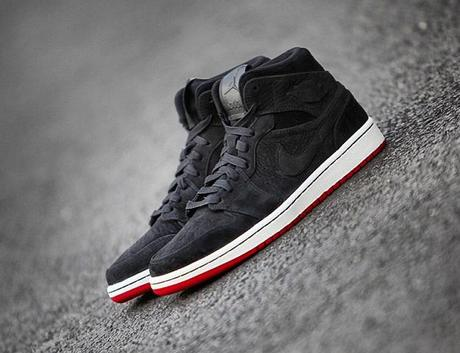 air-jordan-1-mid-nouveau-black-red
