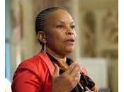 Christiane Taubira disputer pied pied, pouce pouce, l'espace commune, faire reculer cette barbarie ricanante…»