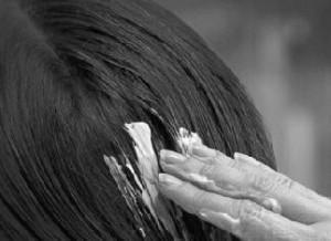 Huile de palme pour cheveux desséchés ?!