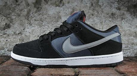 nike-sb-dunk-low-pro-black-new-slate-reflective-silver-1