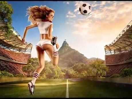 De jolies jeunes femmes se mettent au foot pour un calendrier sexy