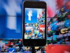 Facebook approche milliard d'utilisateurs mobiles mensuels