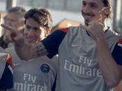 joueurs dans dernière Nivea avec Zlatan joue séducteur