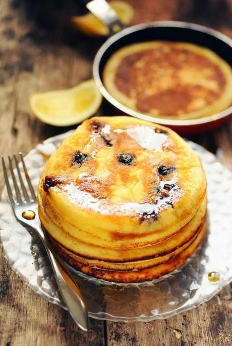 Un samedi après-midi de gourmandise sans crêpes ! Pancakes au brocciu au citron et aux myrtilles !