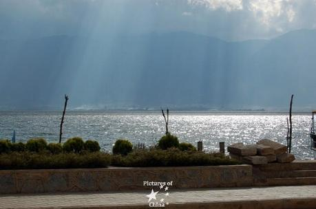 1181486808_lumiere-sur-lac-light-on-a-lake.jpg
