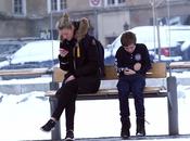réaction émouvante norvégiens face enfant grelottant froid