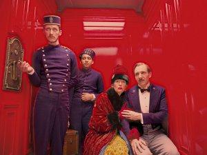 The-Grand-Budapest-Hotel-Photo-Paul-Schlase-Ralph-Fiennes-Tilda-Swinton-Tony-Revolori-01
