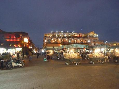 La nuit tombe sur la place Jemma el-Fna
