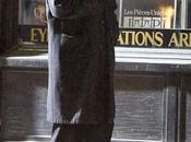 Robert Pattinson privé parapluie