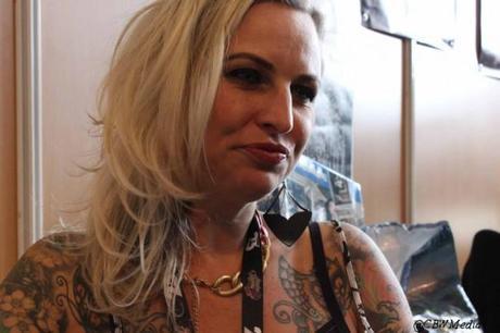 Nikole Lowe, star internationale du tatouage depuis sa participation à l'émission de télé-réalité London Ink, son salon londonien Good Times Tattoo est depuis très couru.