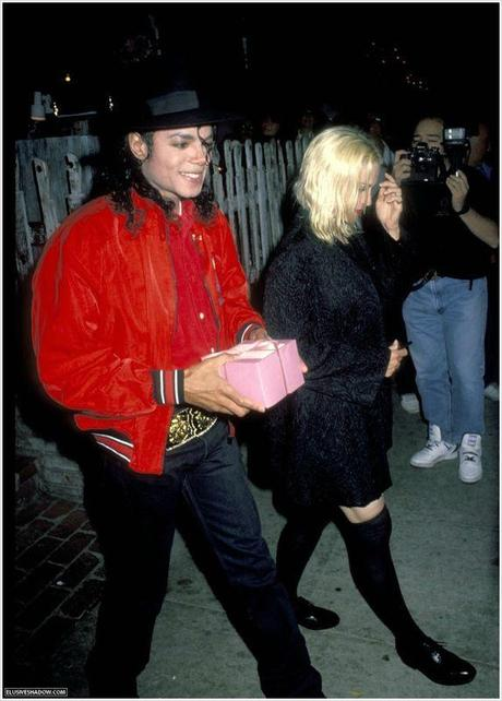 MJ-Madonna-at-Ivy-restaurant-michael-jackson-11778814-1010-1410[1]