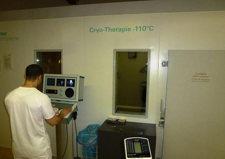 800px-Cryo-Therapy_Chamber_Operation