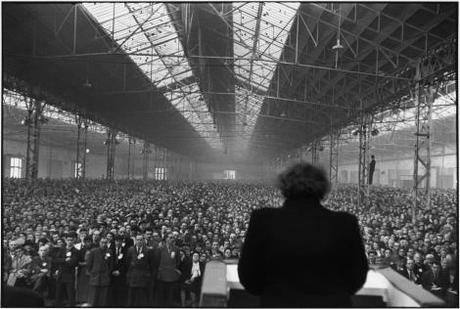 © Henri Cartier-Bresson/Magnum Photos - Meeting politique, Parc des expositions, Paris, 1952-1953.
