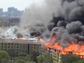 Enorme incendie Houston sauvetage extremis d'un ouvrier