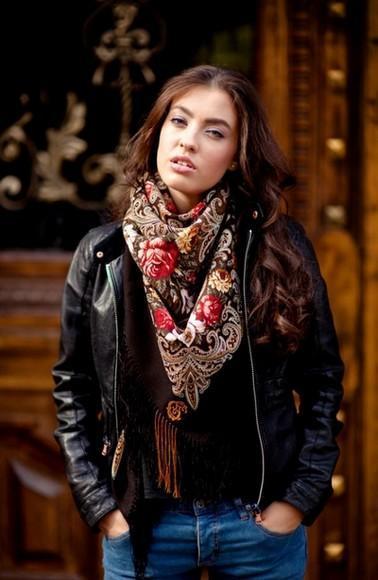 foulard-rock-romantique-fleurs-rouge-chale-perfecto-paris-comtesse-sofia