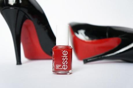Essie aperitif vernis nailpolish rouge parfait swatch
