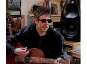 McCulloch joue Killing Moon acoustique dans studio