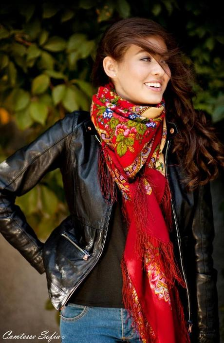 Comtesse-Sofia-Afternoon-on-Carmine-Street-scarf-vraie-vie-rue-rita-rouge-froid-mode