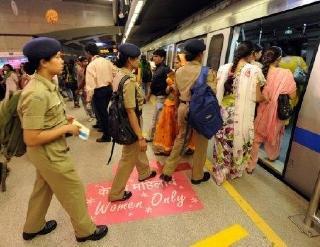 1623 S women metro l DELHI   5 CONSEILS POUR VISITER LA CAPITALE