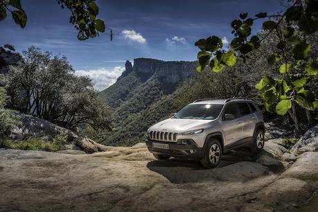 The all-new 2014 Jeep Cherokee Trailhawk model with the standard off-road package is Trail Rated, indicating that it is designed to perform in a variety of challenging off-road conditions and delivers best-in-class V-6 towing capability of 4,500 pounds.