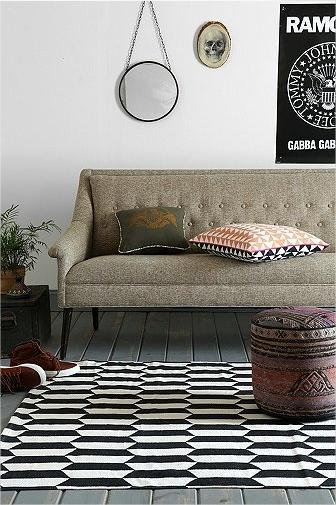 tapis-noir-blanc-losanges-urban-outfitters