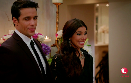 Les critiques // Devious Maids : Saison 2. Episode 2. The Dark at the Top of the Stairs.