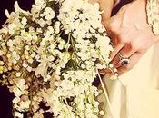 Respirer muguet plonger visage dans bouquet mariée