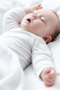 Mort inattendue du NOURRISSON: 10% des mères couchent encore bébé sur le ventre – American Academy of Pediatrics