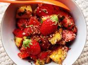 Fraises, mangues, chocolat, sésame, basilic fleur d'oranger. SALADE FRUITAIT CŒUR SUCRAIT LÉGER.