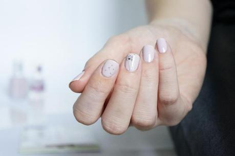 Nail Tattoos Bourjois test avis tatouages ongles - Neo Whimsical Essie swatch vernis
