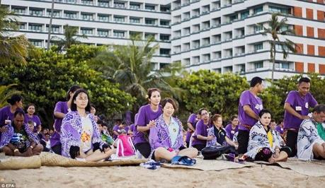 Record du monde  le plus grand massage de masse à Bali  © EPA (6)
