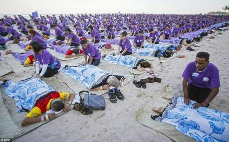 Record du monde  le plus grand massage de masse à Bali  © EPA (1)