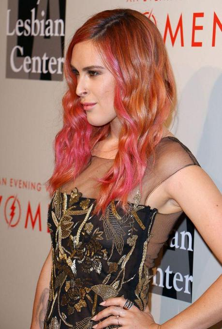 Photo sources : http://celebmafia.com/rumer-willis-evening-women-may-2014-111667/