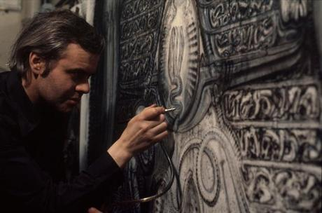 hr_giger_at_work01