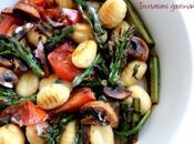 Poêlée d'asperges vertes, champignons, tomates gnocchis